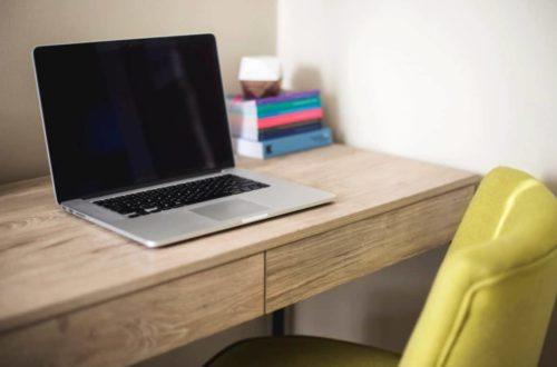 Pracovný stôl sa musí vyberať starostlivo, inak si môžete ničiť zrak i chrbát