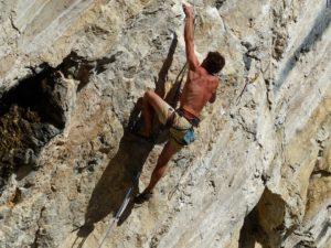 Správne poistenia je nutné mať aj pri lezení v horách