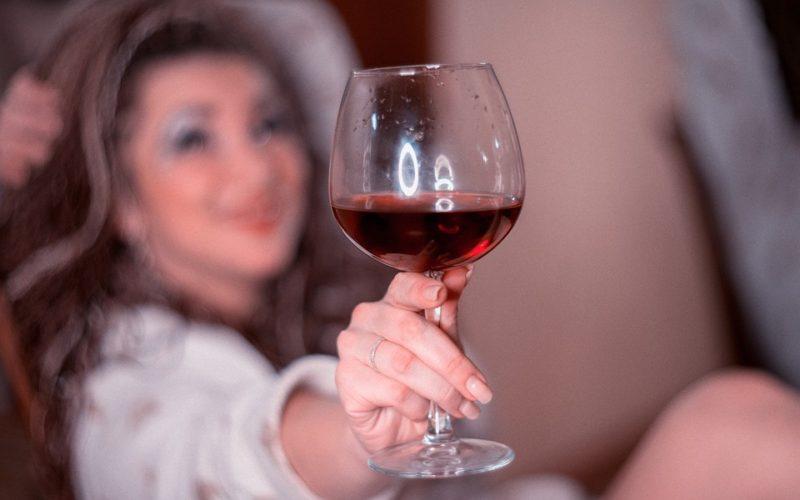 Čo môže spôsobiť závislosť na alkohole?